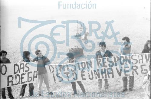 Protesta de ADEGA polo embarrancamento do barco Casón # 05