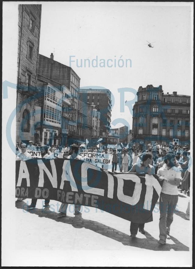 Manifestación da Xestora do Frente. Día da Patria Galega 1982. Praza de Galiza # 01
